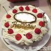 夏の手作り誕生日ケーキ、ガトーショコラにクリームとさくらんぼ。